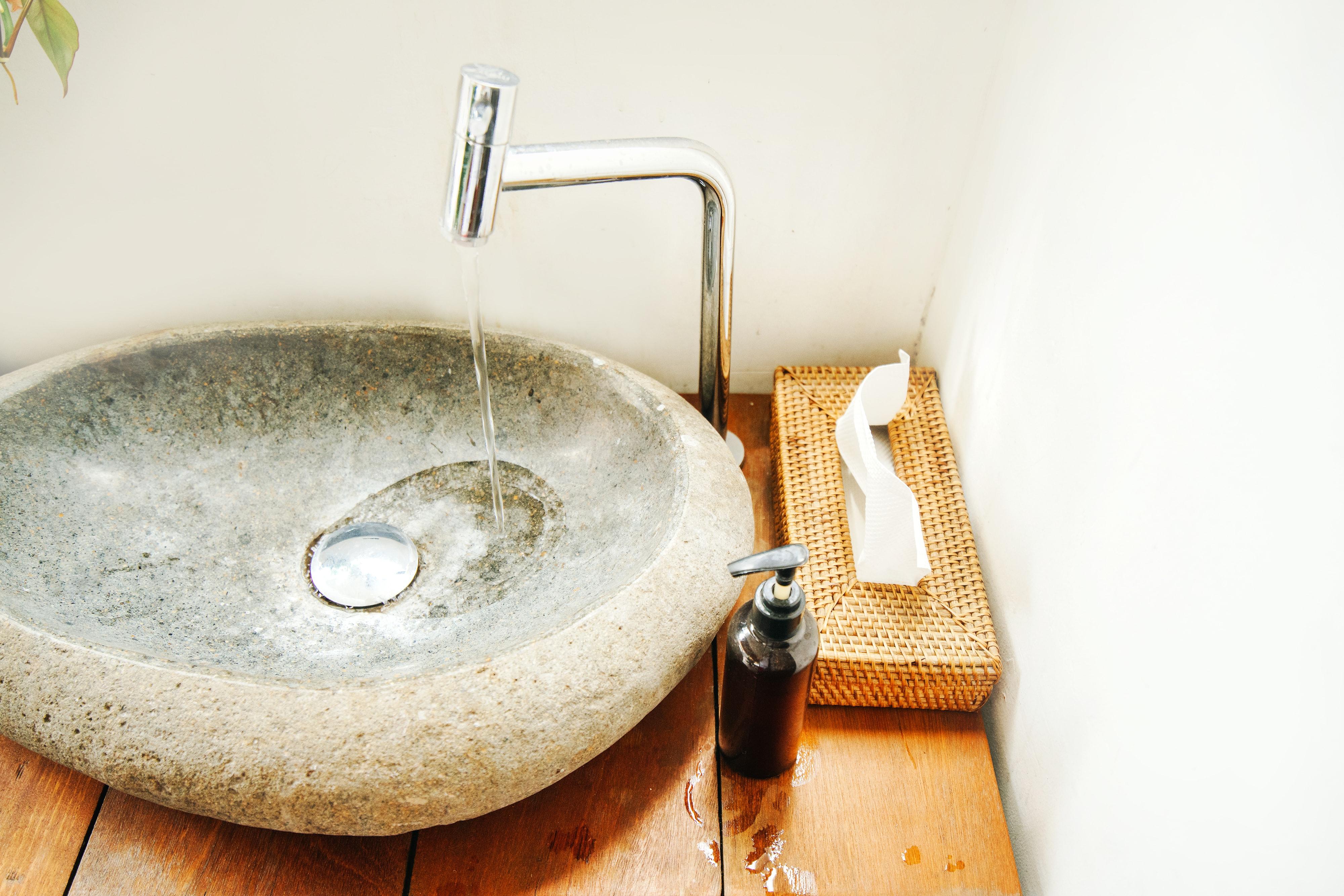 Lavandini Rustici In Pietra lavabo in pietra: tutti i vantaggi di un materiale senza tempo